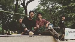 Skateboard sebagai cabang olahraga tak cuma dimainkan di Asian Games 2018. Sejumlah seleb beken diam-diam juga hobi melakukan olahraga ini.