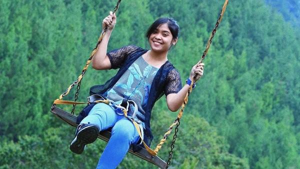 Terlepas dari kedekatan dengan Jojo, Jorji diketahui gemar jalan-jalan di sela kesibukannya. Ini fotonya saat liburan ke salah satu tempat rekreasi di Bandung (greegoriaa/Instagram)