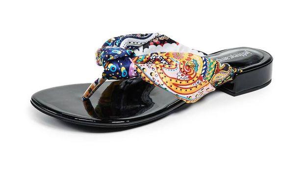 Opsi Sandal Jepit Cantik yang Menarik untuk Dipakai Jalan-jalan
