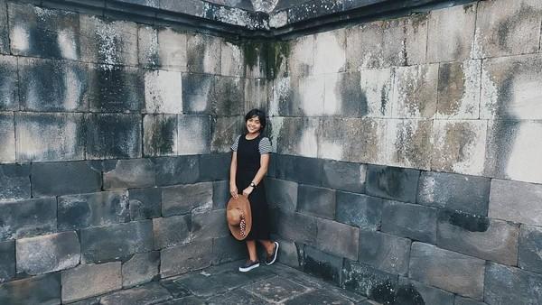 Lahir di Wonogiri, tentu Jorji tak melewatkan kesepatan untuk liburan ke objek wisata di Jawa Tengah. Ini fotonya saat liburan di Candi Ratu Boko, Yogyakarta (greegoriaa/Instagram)