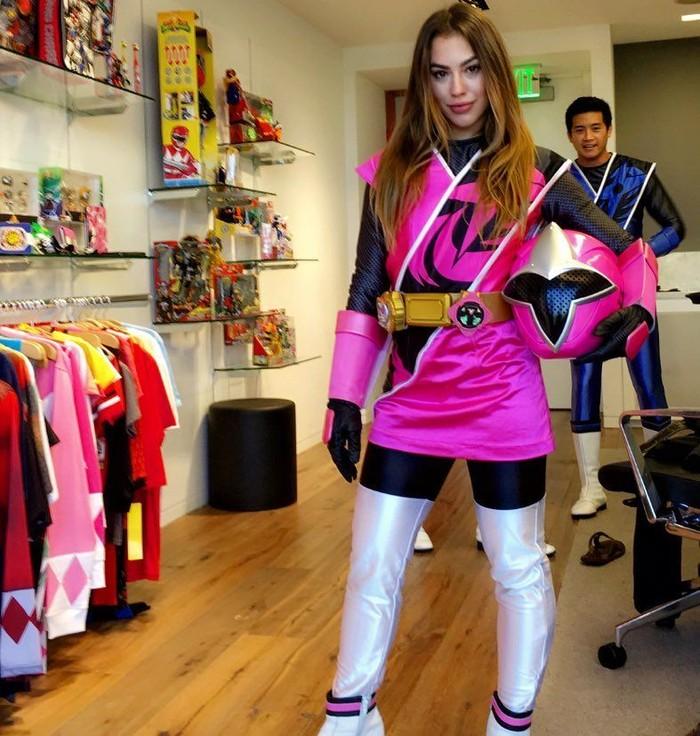 Power Rangers adalah seri film hiburan anak-anak. Chrysti sendiri memerankan tokoh bernama Sarah Thompson dalam seri Power Rangers Ninja Steel yang mengudara sejak tahun 2017. (Foto: Instagram/chrysti_ane)