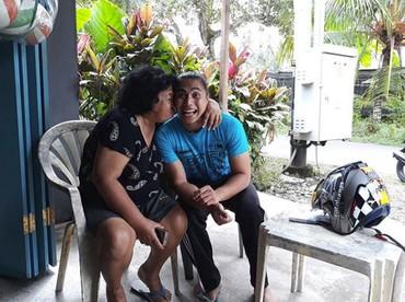 Meski gahar di lapangan, Lirpa tetaplahanak mama ketika di rumah. He-he-he. (Foto: Instagram @manganang)