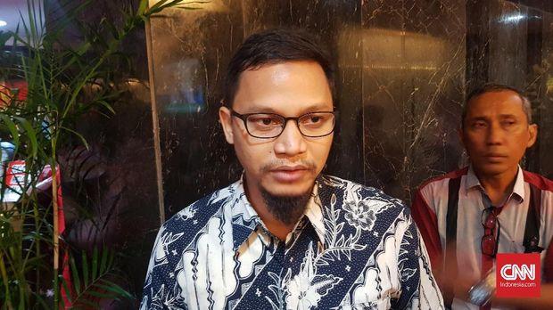 Hanafi Rais keluar dari kepengurusan PAN dan dikabarkan bergabung dengan partai baru bentukan ayahnya, yaitu Amien Rais