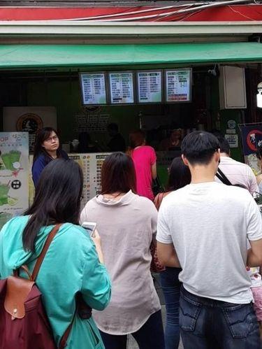 Suasana kedai buble tea yang mendadak ramai setelah insiden drama seorang istri diketahui publik