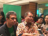 Menkominfo Rudiantara dan Managing Director Grab Indonesia Ridzki Kramadibrata.