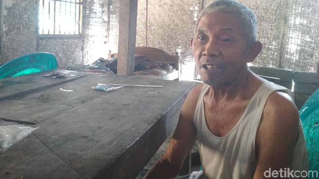 Tinggal di Rumah Nyaris Ambruk, Ini Potret Keluarga Rahmad di Blitar