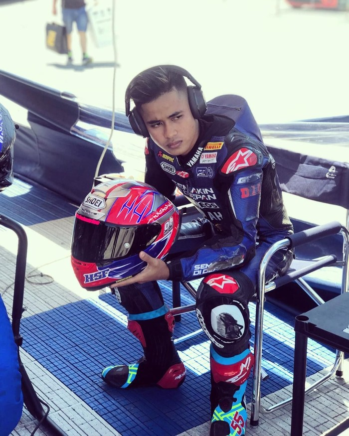 Pembalap racing asal Indonesia, Galang Hendra Pratama memiliki segudang prestasi untuk Indonesia. Pembalap berusia 19 tahun ini, kerap membagikan kesehariannya di Instagram. Foto: Instagram @galanghendra55real