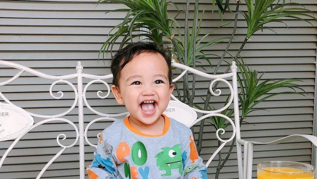 Bikin Gemas! Ini Arif Jiwa, Cucu Siti Nurhaliza yang Doyan Makan