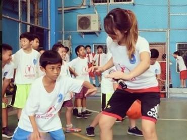 Sejak kecil Maria Selena suka banget bermain basket. (Foto: Instagram @mariaselena_)