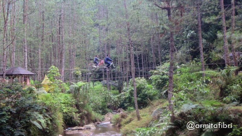 Kampung Ciherang Buat Piknik Asyik di Sumedang