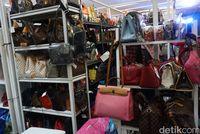 Berburu Tas Branded di Irresistible Bazaar, Tas Coach Mulai Rp 1 Jutaan