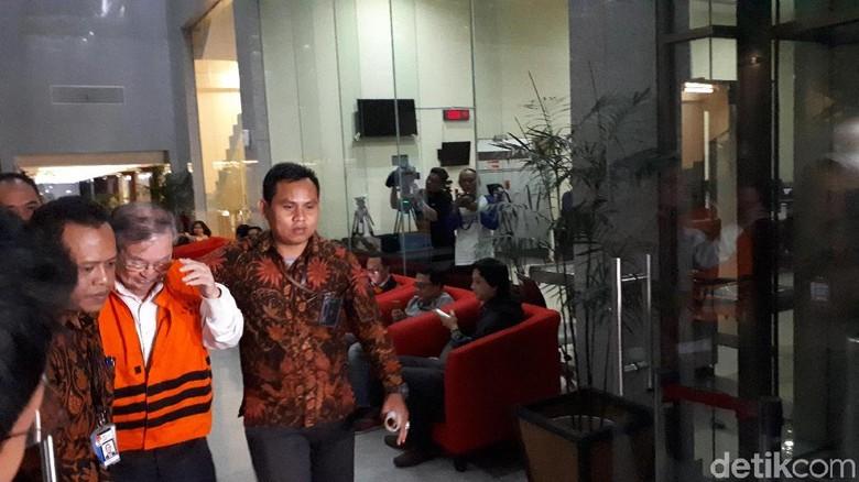 Ditahan KPK, Penyuap Hakim Merry Purba Acungkan Jempol