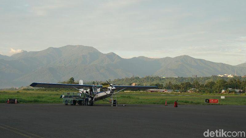 Cara menuju ke Pegaf, jika dari Jakarta, traveler bisa naik pesawat terbang langsung ke Sorong lalu mengganti pesawat dan terbang lagi ke Manokwari. Pilihan kedua dari Jakarta transit di Makassar dan melanjutkan lagi ke Manokwari, dan masih berganti kendaraan lagi (Masaul/detikTravel)