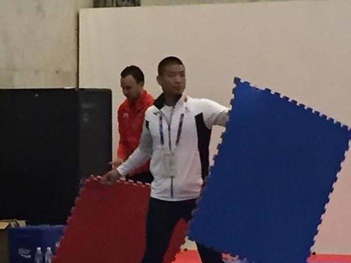 Atlet Jepang bersih-bersih venue karate Asian Games 2018 (Facebook/Ricky Muchtar)