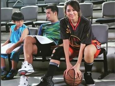Kira-kira ini persiapan syuting atau akan main basket ya? (Foto: Instagram @mariaselena_)