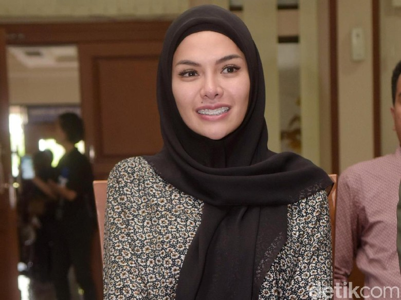 Dipo Tunjukkan Bukti Masih Cinta, Nikita Mirzani Ogah Beri Respons