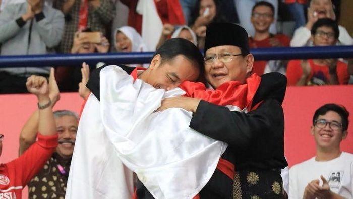Foto: Momen Jokowi-Prabowo berpelukan (dok. Instagram Prabowo)