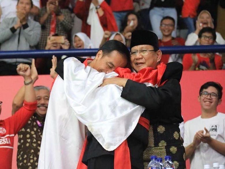 Jokowi Prabowo Pelukan Di Silat Asian Games Gibran Saya Suka