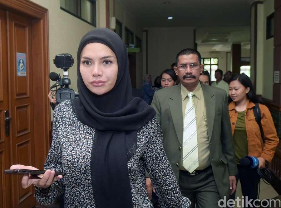 Jalani Sidang Isbat, Nikita Mirzani Semringah Banget