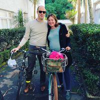 Salut, Menteri Wanita Ini Bersepeda ke Rumah Sakit Saat akan Melahirkan