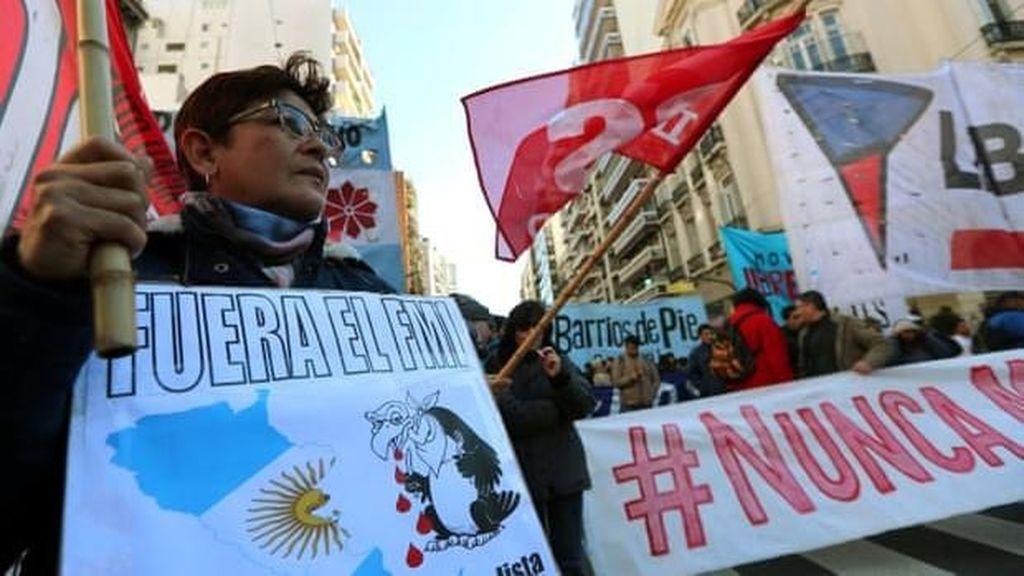 Polisi Argentina Tembaki Pendemo Protes Pemerintah