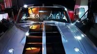 Salah satu tunggangan baru Faldy yakni Mustang yang kece abis. Dok. Instagram/albarfaldy
