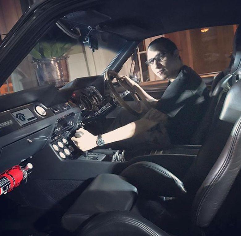 Faldy Albar memilih dunia otomotif sebagai hobi dunianya, beda dengan kedua kakaknya yang lebih aktif di dunia seni.Dok. Instagram/albarfaldy
