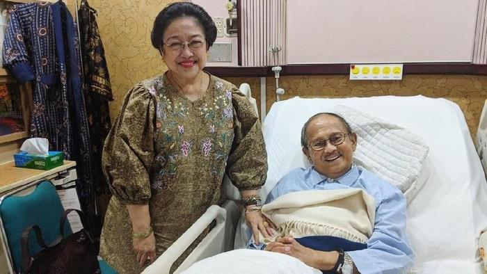 Megawati Soekarnoputri dan BJ Habibie (Akun Twitter @habibiecenter)