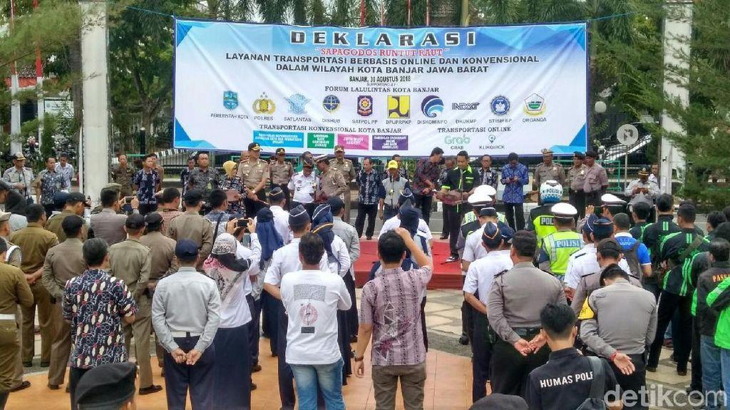 Driver Ojol dan Opang di Kota Banjar Pamer Kemesraan