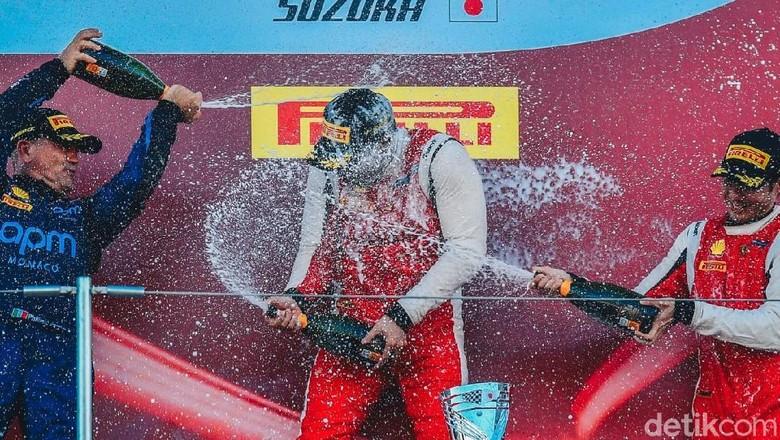 Renaldi Hutasoit podium 1 di balapan kedua Ferrari Challenge. Foto: Ferrari