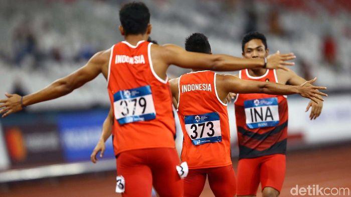 Lalu Muhammad Zohri dkk. meraih perak Asian Games 2018 di nomor estafet 4x100 meter. (Foto: Grandyos Zafna)