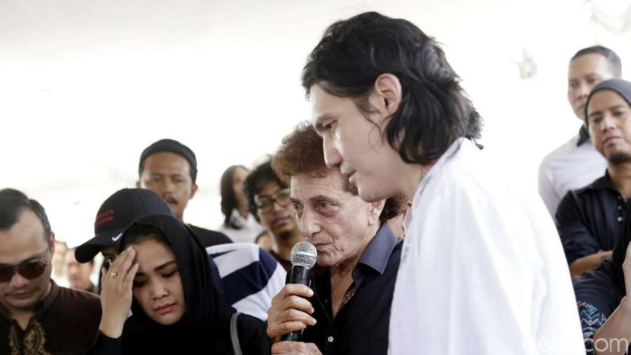Pemakaman Faldy Anak Ahmad Albar, Lady Gaga hingga Siwon Suju