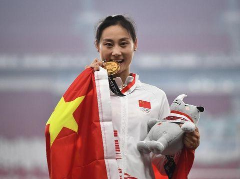 Kenapa Atlet Menggigit Medali yang Mereka Dapat?