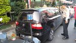 Ringsek, Begini Penampakan Mobil yang Dirusak Massa di Mangga Besar