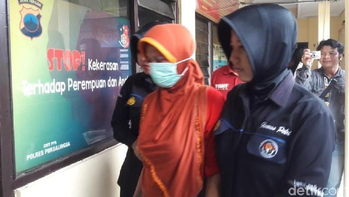 Pelaku di Polres Purbalingga. Foto: Arbi Anugrah/detikcom