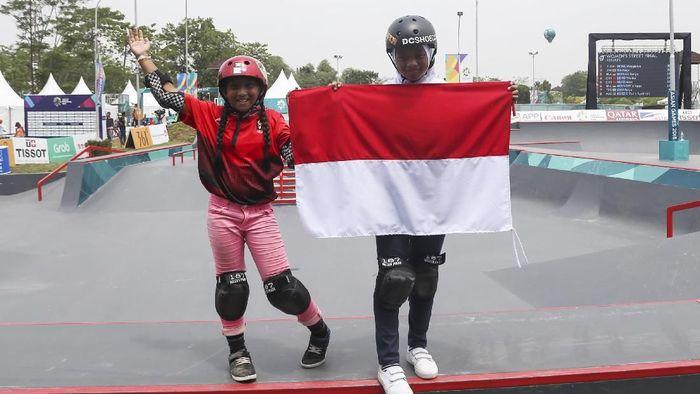 Aliqqa Novvery dan Bunga Nyimas, dua atlet belia di tim skateboard Indonesia pada Asian Games 2018 (Foto: M N Kanwa/ANTARA FOTO/INASGOC)