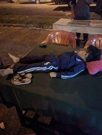Waduh! Usai Makan, Keluarga Ini Lupa Bawa Anaknya yang Sedang Tidur