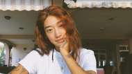 Aksi DJ Cantik Asal Korea Selatan Pungut Sampah di Pantai Bali