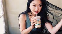 Aksi Makan Aktris Lana Condor hingga Keseruan Momen Kulineran Menakertrans