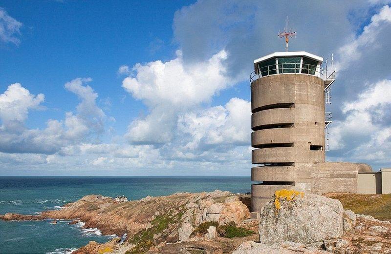 Inilah Menara Radio di Jersey, Inggris yang kini berubah fungsi jadi hotel. Dulunya menara setinggi 17 meter ini digunakan sebagai menara radio selama Perang Dunia II. (dok. Jersey Heritage)