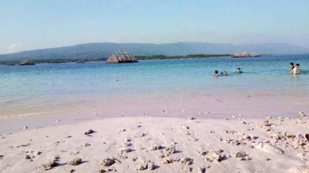 Main ke Pandeglang, Ada Pasir Pantai Sehalus Terigu