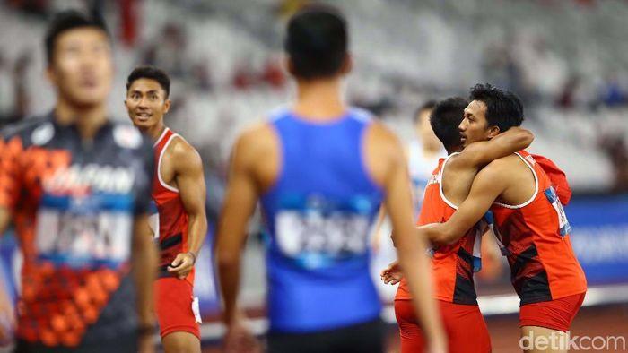Sukses meraih perak, Indonesia juga catatkan rekor spesial di estafet 4x100 putra.  (Grandyos Zafna/detiksport)