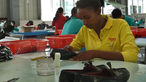 ILustrasi pekerja pabrik di Ethiopia