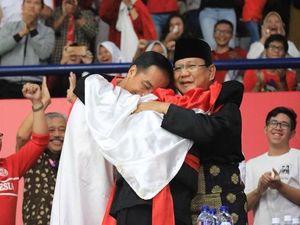 Peluk dan Tawa Jokowi-Prabowo dalam Selubung Merah-Putih