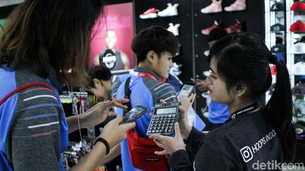 Ke Mal di Jakarta, Atlet Thailand Hitung Belanjaan Pakai Kalkulator