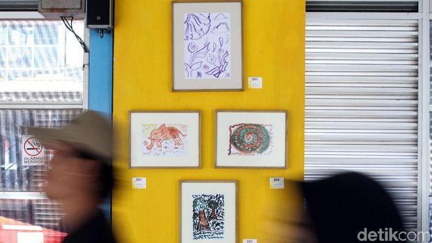 Tak Biasa, 35 Lukisan Dipajang di Halte Bus Transjakarta