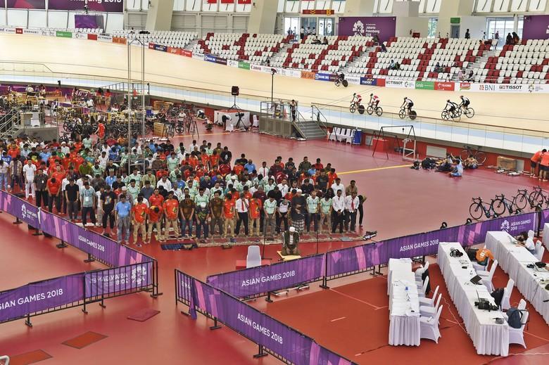 Salat Jumat di Velodrome Rawamangun, Atlet Tetap Berlatih