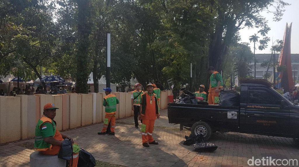 Pahlawan di Balik Layar Asian Games: Petugas Kebersihan yang Jaga Siang-Malam