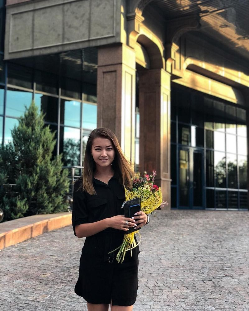 Mari berkenalan dengan Adelina Akhmetova, atlet berusia 19 tahun dari Kazakhstan. Di Asian Games 2018, Adelina berlaga di cabang lompat gawang. (Instagram/@adelinaakhmetova)