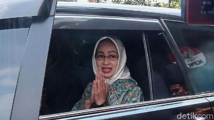 Wali Kota Tangsel Airim Rachmi Diany mendatangi kantor KPK, Jumat (31/8). Airin mengaku diminta masukan terkait draft rencana nasional pencegahan korupsi.